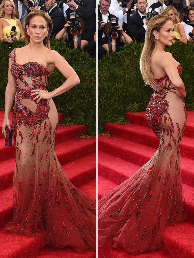 Loạt trang phục hở táo bạo của Jennifer Lopez - 2