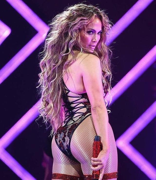 Loạt trang phục hở táo bạo của Jennifer Lopez - 7