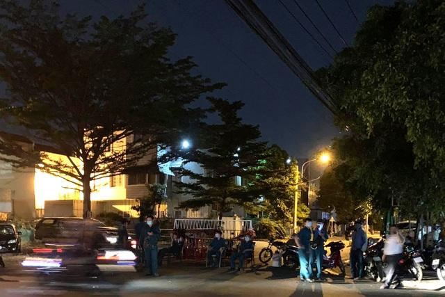 Phong tỏa khẩn cấp một khu phố vì người đàn ông Trung Quốc mắc Covid-19 - 1
