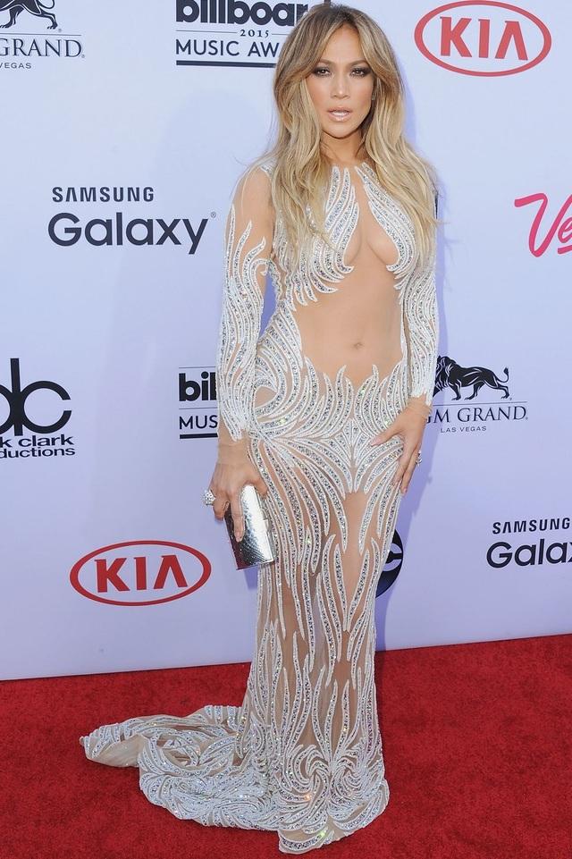 Loạt trang phục hở táo bạo của Jennifer Lopez - 16