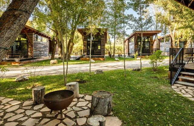 Ngôi nhà nhỏ lọt thỏm giữa thiên nhiên, gây mê hoặc bởi vô vàn cảnh sắc - 5