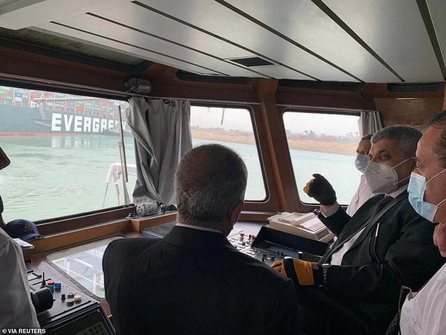 Chạy đua giải cứu kênh đào Suez bị siêu tàu hàng án ngữ - 8