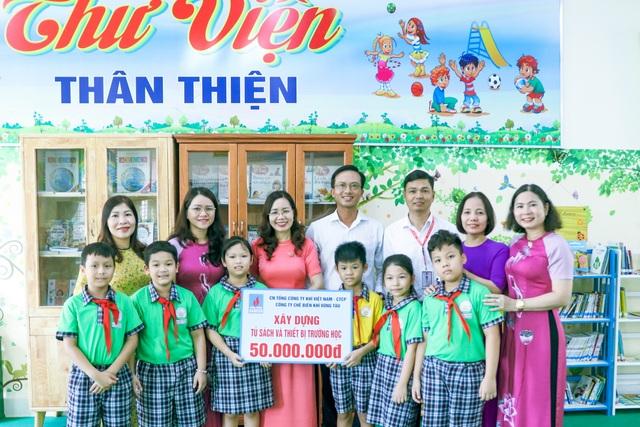 KVT trao tặng Tủ sách Khuyến học tại Tp. Vũng Tàu - 1