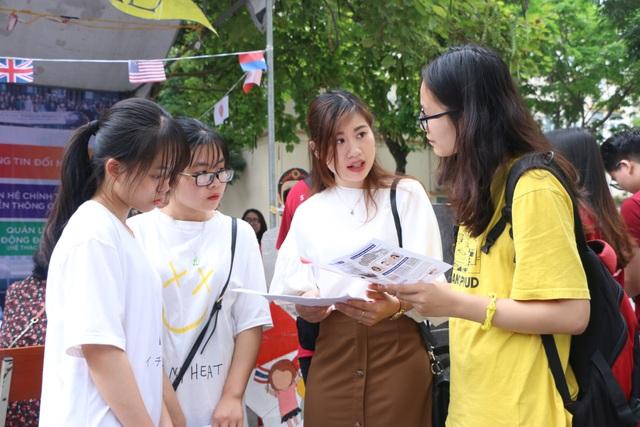 Bộ GD-ĐT công bố đề thi tham khảo thi tốt nghiệp THPT năm 2021 - 1