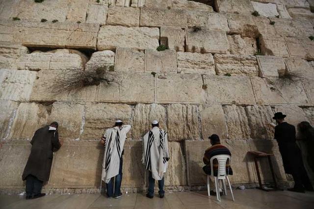 Bức tường than khóc - thánh địa linh thiêng của người Do thái  - 2