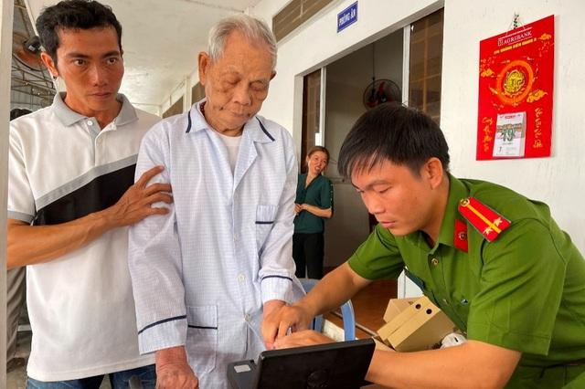 Căn cước công dân gắn chip: Một tấm thẻ thay nhiều giấy tờ - 3