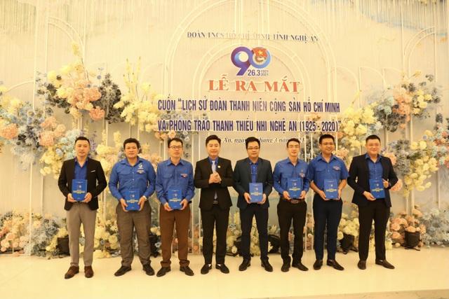 Tại buổi lễ, Tỉnh đoàn Nghệ An đã dành tặng 7 cuốn sách đầu tiên cho các đơn vị: Trường Cao đẳng Việt - Đức, Trường Cao đẳng Sư phạm Nghệ An, Huyện đoàn Kỳ Sơn, Đoàn khối Doanh nghiệp, Thành đoàn Vinh, Đoàn khối CCQ tỉnh, Huyện đoàn Tương Dương.