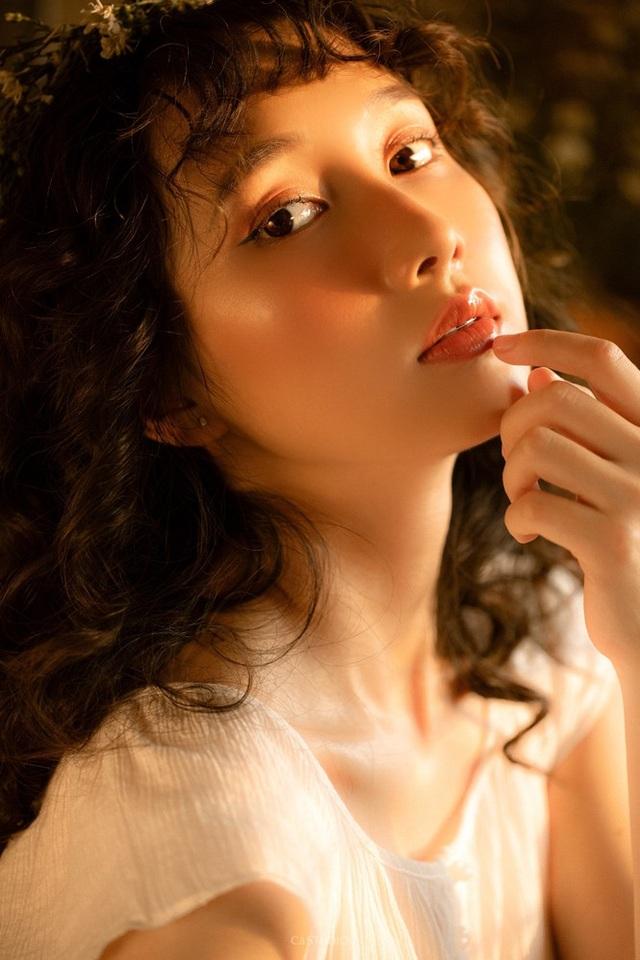 Nữ sinh Ngoại thương đam mê mẫu ảnh, có thành tích học tập khủng - 4