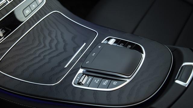 Mercedes-Benz E-Class 2021 giá từ 2,31 tỷ, cạnh tranh BMW 5-Series - 8