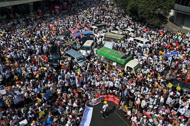 Bão biểu tình nóng trở lại tại Myanmar, 4 người thiệt mạng - 1