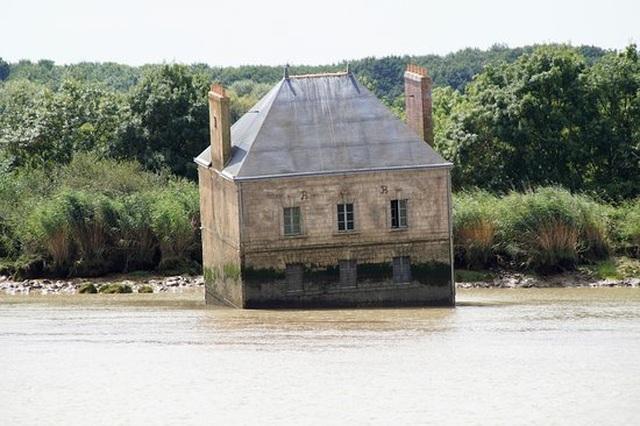 Sự thật đằng sau ngôi nhà kỳ quái nửa chìm, nửa nổi giữa dòng sông - 2
