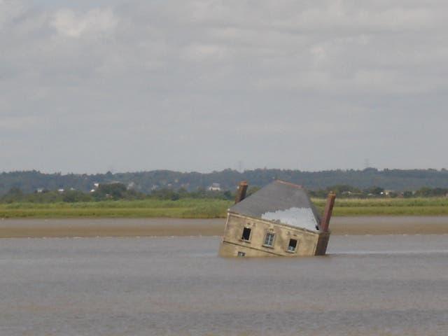 Sự thật đằng sau ngôi nhà kỳ quái nửa chìm, nửa nổi giữa dòng sông - 5