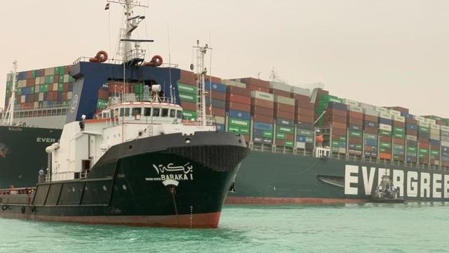 Giá dầu, thương mại toàn cầu bị ảnh hưởng từ vụ tàu bịt kênh đào Suez - 1