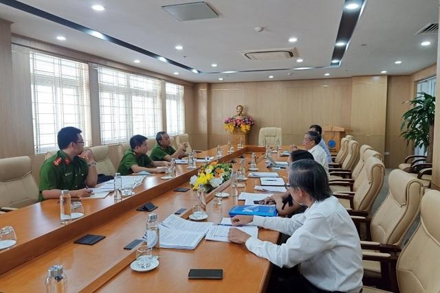 Phối hợp với công an thu hồi nợ đóng BHXH của 14 đơn vị tại Đà Nẵng - 2