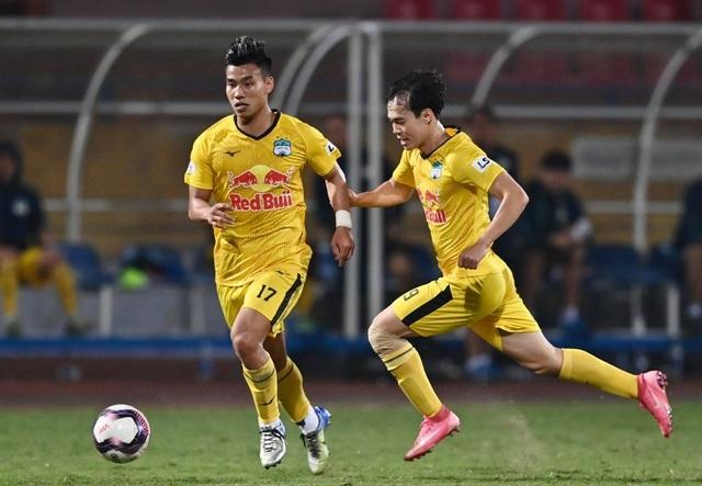 HA Gia Lai dẫn đầu V-League, báo Thái Lan khen nức nở Kiatisuk cao tay - 2