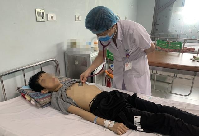 Sau 3 ngày mệt mỏi, ăn kém, cậu bé 12 tuổi rơi vào nguy kịch - 1