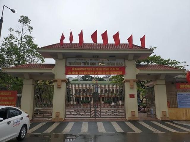 Quảng Ninh: 2 học sinh đi cùng chuyến bay với F0, cả trường tạm nghỉ học - 1