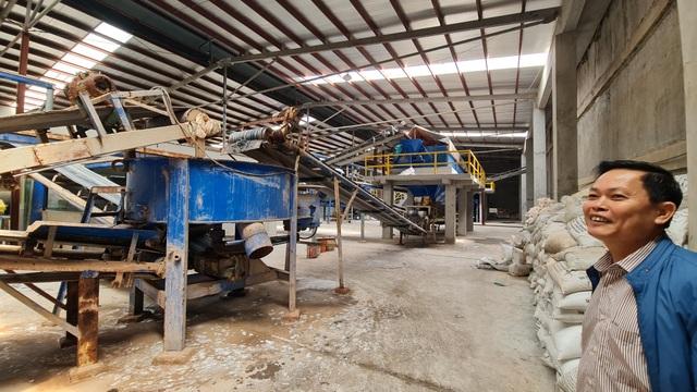 Hiện nhà máy sản xuất phân bón Phú Sinh đang tạm thời đóng cửa để phục vụ công tác kiểm tra liên quan đến vấn đề gây ô nhiễm môi trường.