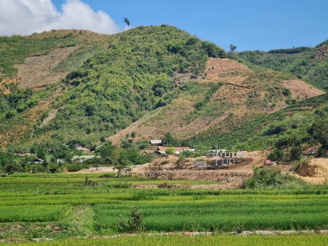 Lạ lùng kênh dẫn nước 90 tỷ độn thổ ở xã nghèo nhất tỉnh Đắk Nông - 2