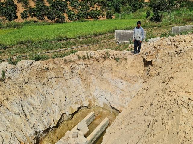 Lạ lùng kênh dẫn nước 90 tỷ độn thổ ở xã nghèo nhất tỉnh Đắk Nông - 5