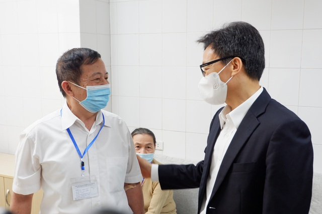 Phó Thủ tướng Vũ Đức Đam tiêm thử vắc xin Covid-19 made in Vietnam - 1