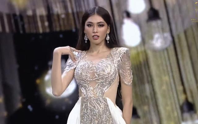 Ngọc Thảo trình diễn tại bán kết Hoa hậu hòa bình thế giới 2021 - 2