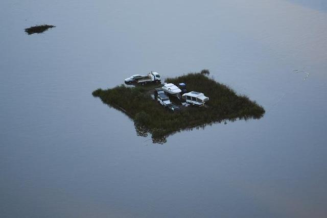 Australia tan hoang trong biển nước vì trận lũ tồi tệ nhất 50 năm qua - 2