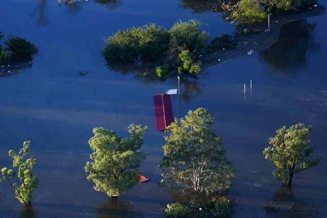 Australia tan hoang trong biển nước vì trận lũ tồi tệ nhất 50 năm qua - 4