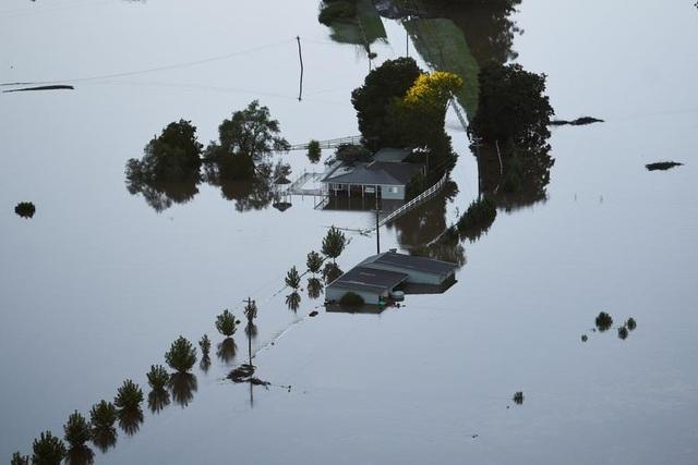 Australia tan hoang trong biển nước vì trận lũ tồi tệ nhất 50 năm qua - 6