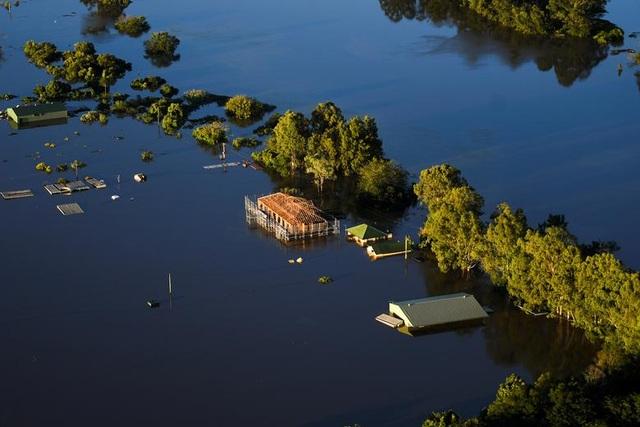 Australia tan hoang trong biển nước vì trận lũ tồi tệ nhất 50 năm qua - 9