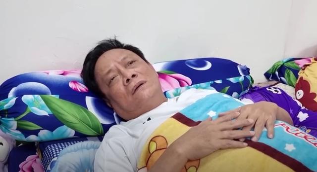 Nghệ sĩ hài Tấn Hoàng bị ngất xỉu trên máy bay, phải thở oxy - 1