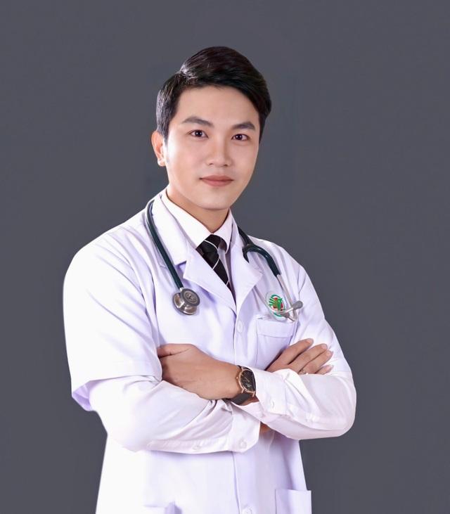 Gặp lại hot boy trường Y năm nào nay đã là bác sĩ điển trai như tài tử - 1