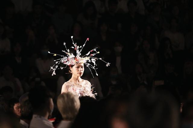 Sinh viên Kiến trúc trình diễn thời trang đầy thần thái - 3