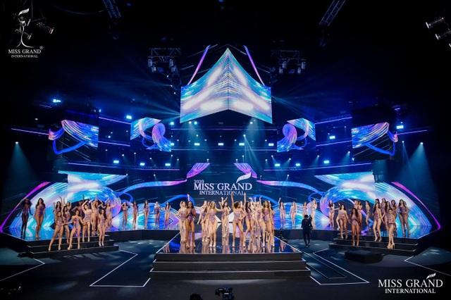 Ngọc Thảo trình diễn tại bán kết Hoa hậu hòa bình thế giới 2021 - 7