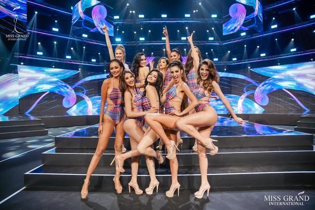 Ngọc Thảo trình diễn tại bán kết Hoa hậu hòa bình thế giới 2021 - 8