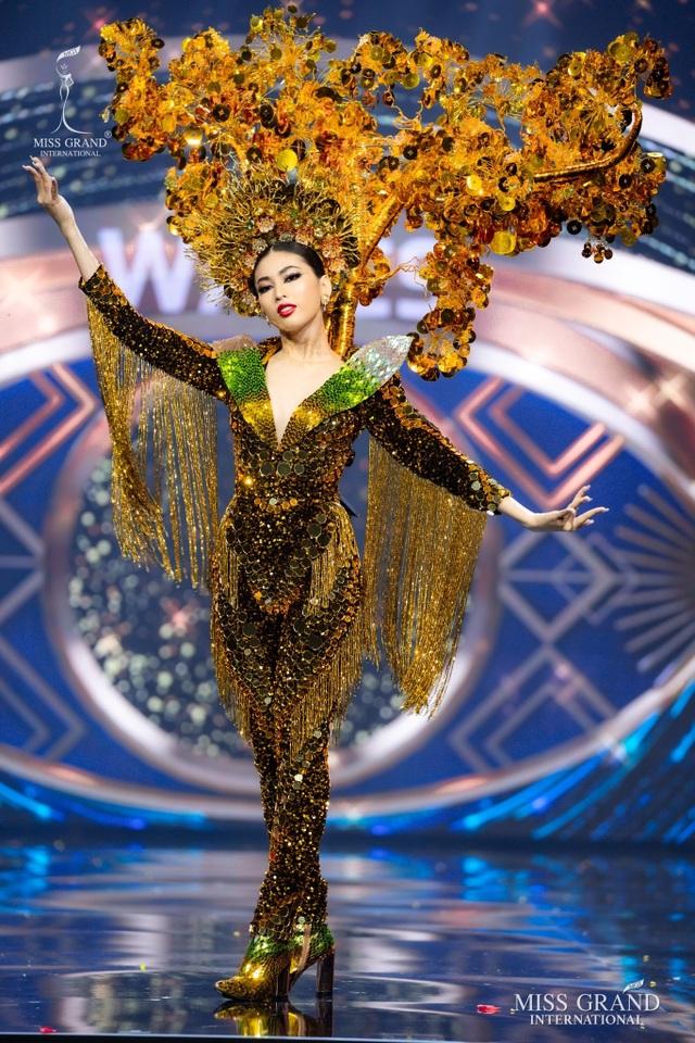 Ngọc Thảo trình diễn tại bán kết Hoa hậu hòa bình thế giới 2021 - 6