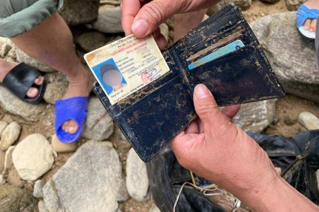 Tìm thấy ví tiền, quần áo, xe máy của các nạn nhân mất tích ở Rào Trăng - 9