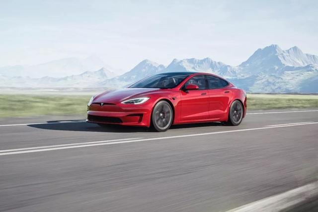 Ngỡ ngàng xem cách di chuyển xe Tesla mà không dùng đến cần số - 1