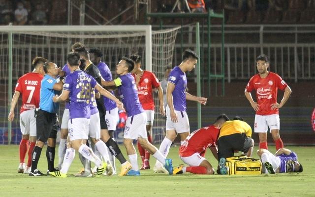 Vì sao sân bóng Việt Nam lại thường xuyên biến thành võ đài? - 3