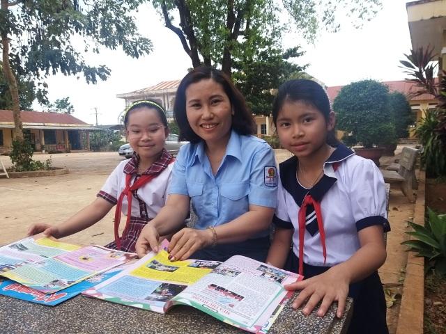 Cô giáo mắc bệnh ung thư nhưng vẫn miệt mài giúp đỡ học sinh nghèo - 1