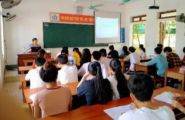 Đặt mục tiêu 100% học sinh Hà Tĩnh có thẻ BHYT trong tháng 3 - 1