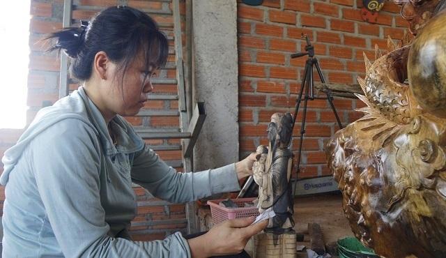 Chàng trai 9X nhà nghèo, mở xưởng gỗ mỹ nghệ tạo việc làm cho thanh niên - 3