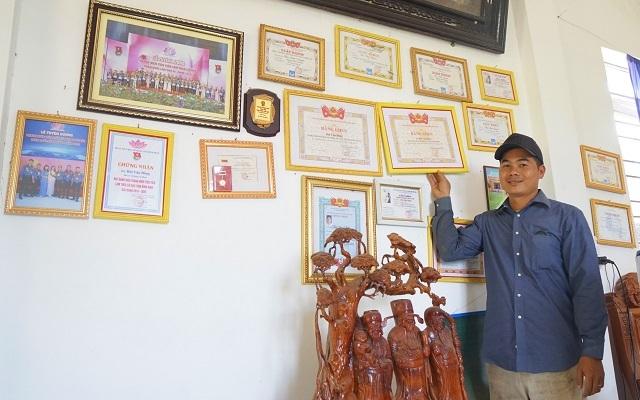 Chàng trai 9X nhà nghèo, mở xưởng gỗ mỹ nghệ tạo việc làm cho thanh niên - 5