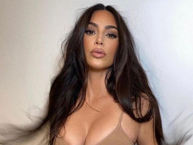 Kim Kardashian khác như thế nào khi không trang điểm - 7
