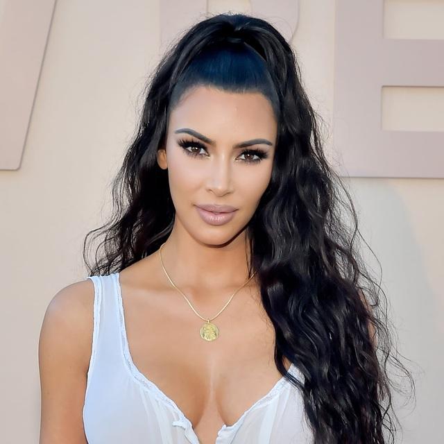 Kim Kardashian khác như thế nào khi không trang điểm - 6