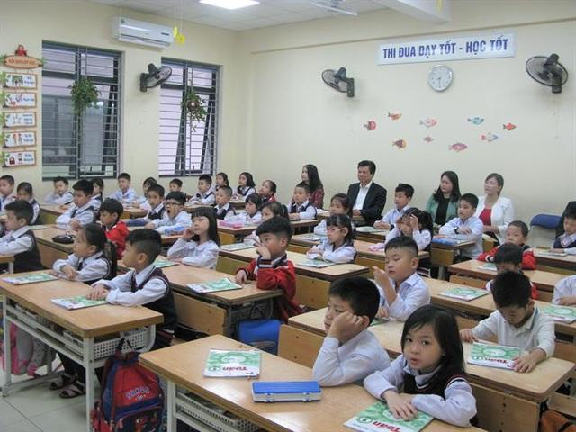 Sĩ số lớp đông khiến học sinh Hà Nội bị hạn chế trong phát triển toàn diện - 1