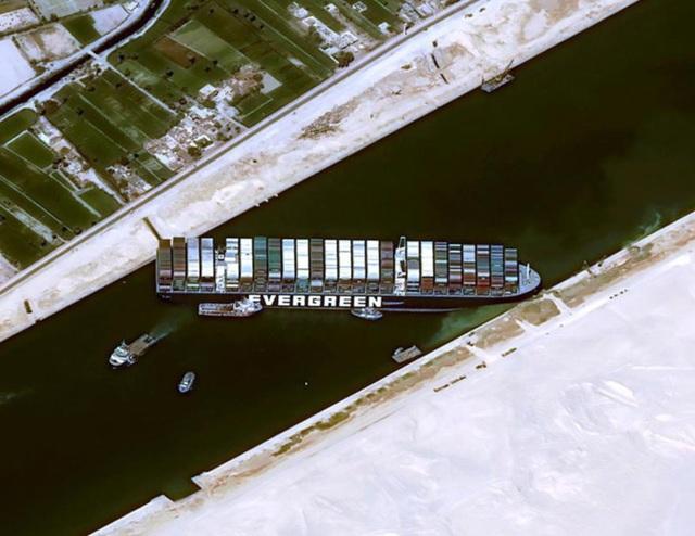 Chìa khóa có thể giải cứu kênh đào Suez đang kẹt cứng - 1