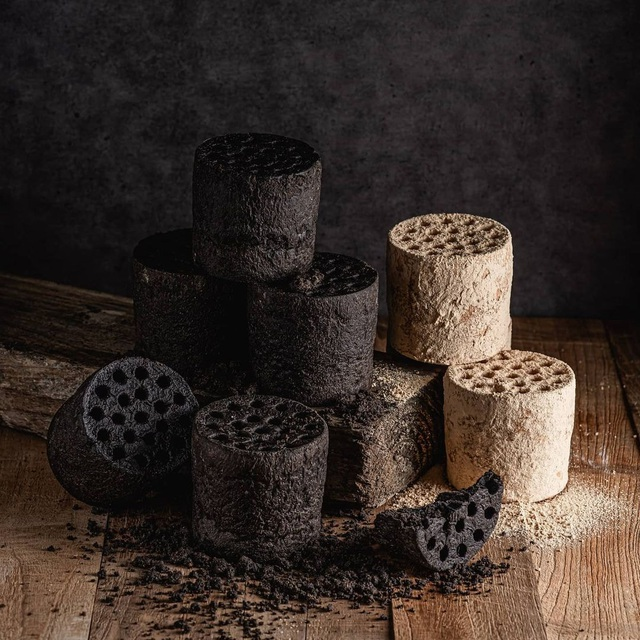 Honeycomb charcoal bread, guests compete to enjoy in Saigon - 1