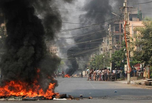 Cơ sở của đại sứ quán Mỹ tại Myanmar bị nã đạn - 1