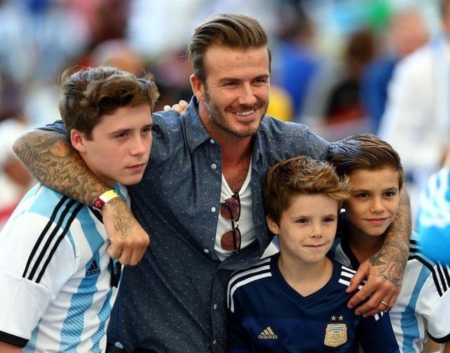 Vợ chồng cầu thủ David Beckham giám sát con sử dụng mạng xã hội ra sao? - 2